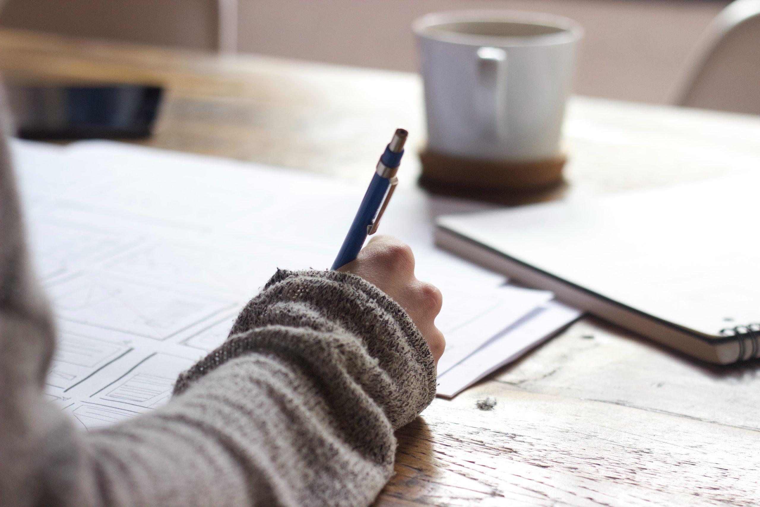a freelancer filing up a freelancer request form