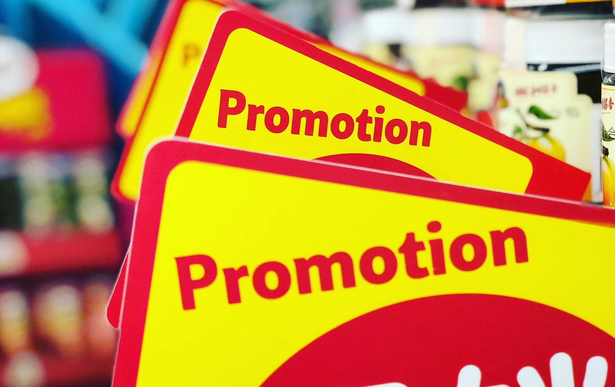 numerous yellow promotion signs indicates over product promotion which may cause amazon return