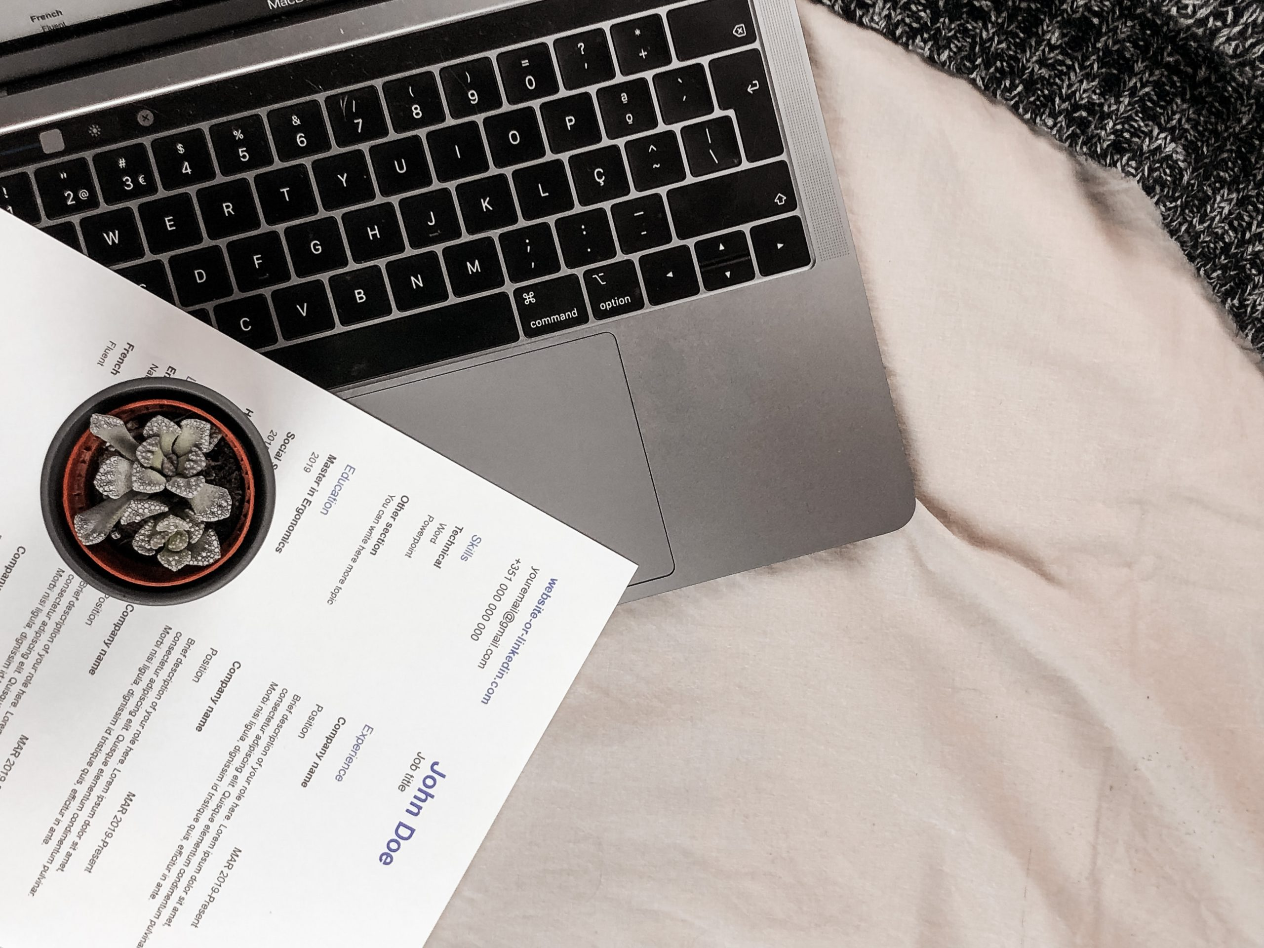 How to List Freelance Work On a Resume